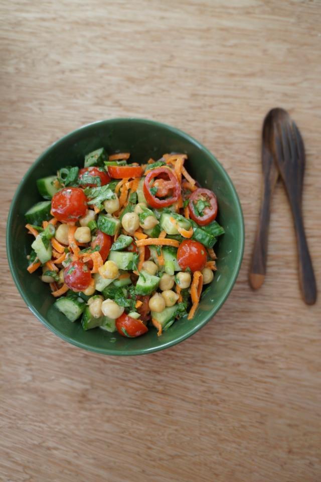 Chickpea salad with fresh mint and greek yogurt - BBE